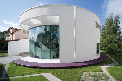 Rounded curves – facades without edges or corners