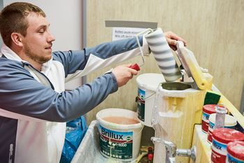 <p>Cleaning utensils is also part of the job: Painter and decorator trainee Patrick Weigand cleaning the paint rollers</p>